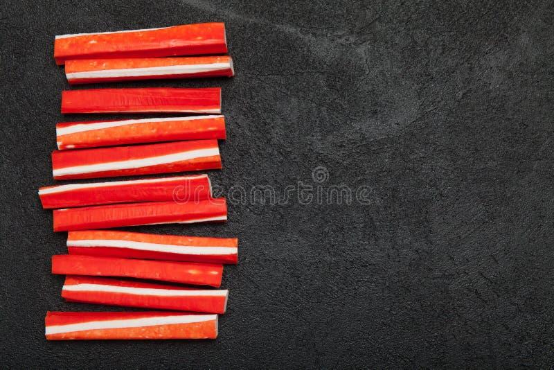 Chair de crabe asiatique artificielle Apéritif de bâton de Surimi Copiez l'espace pour le texte photographie stock