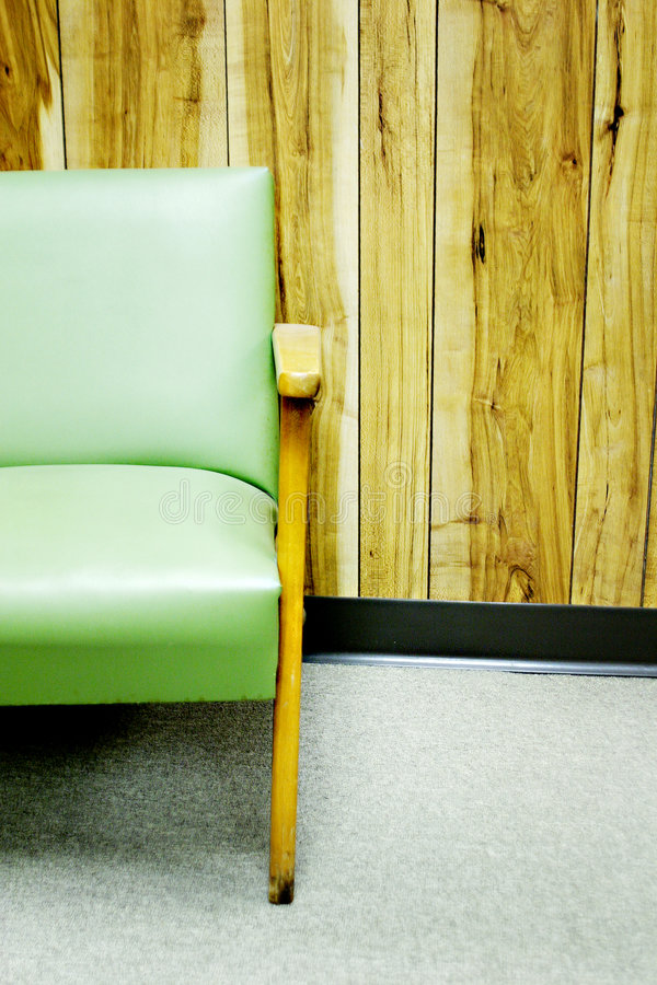 chair green panel wall στοκ φωτογραφία