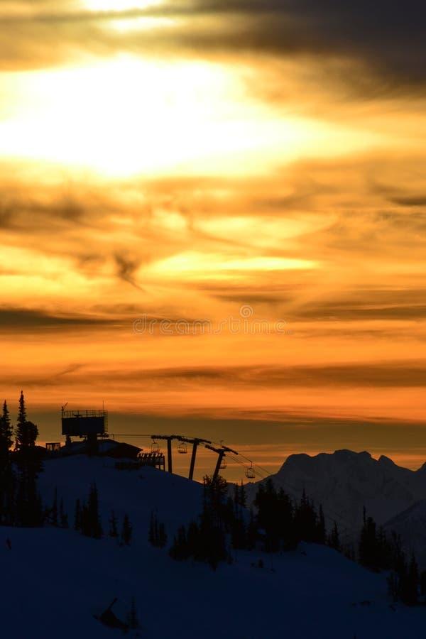 Chairlift ηλιοβασίλεμα στοκ φωτογραφία