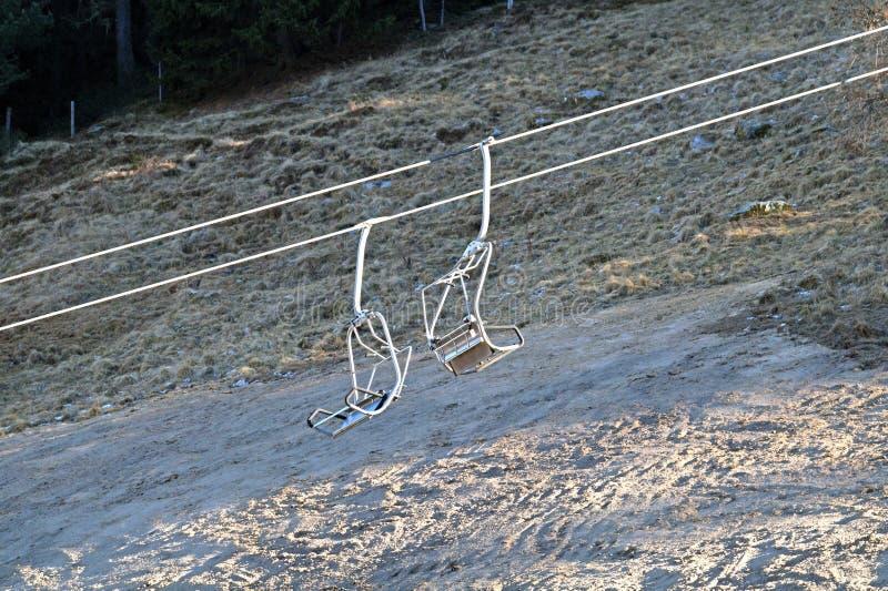 Chairlift μηχανικές τροχαλίες στο χιονοδρομικό κέντρο στοκ εικόνες