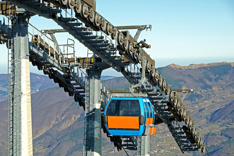 Chairlift μηχανικές τροχαλίες στο χιονοδρομικό κέντρο στοκ φωτογραφία με δικαίωμα ελεύθερης χρήσης