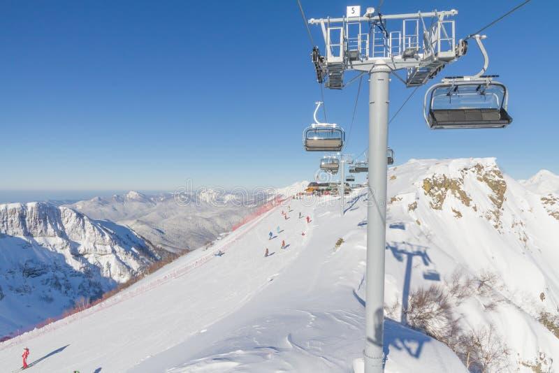 Chairlift σε ένα χιονοδρομικό κέντρο. Sochi, Ρωσία στοκ φωτογραφία