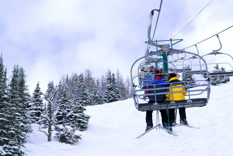 chairlift σκιέρ στοκ εικόνα με δικαίωμα ελεύθερης χρήσης
