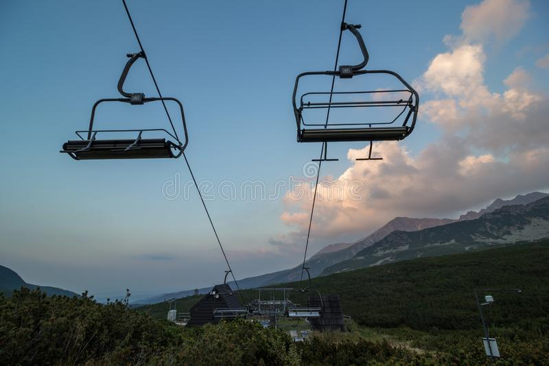 chairlift στα βουνά στοκ εικόνα