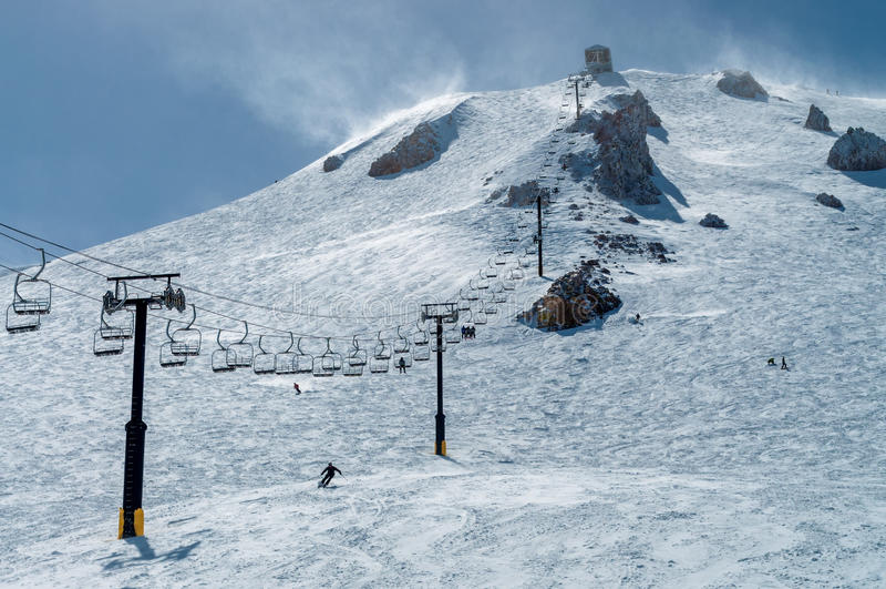 Chairlift 23 στο μαμμούθ βουνό στοκ φωτογραφία