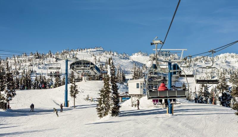 Chairlift χιονοδρομικών κέντρων στοκ εικόνα