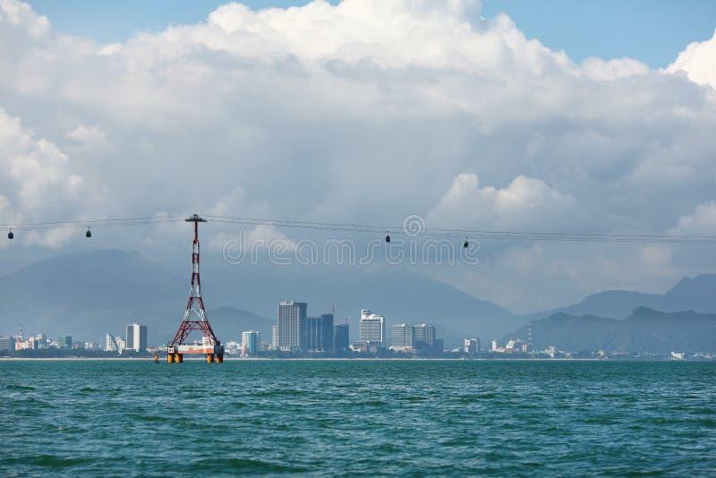 Download Chairlift Som Korsar Havet På Fjärden I Vietnam Arkivfoto - Bild av säkerhet, torn: 27275652