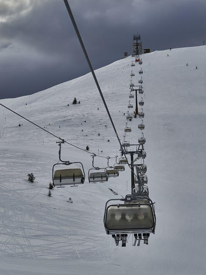 Chairlift wierzchołek góra zdjęcia royalty free