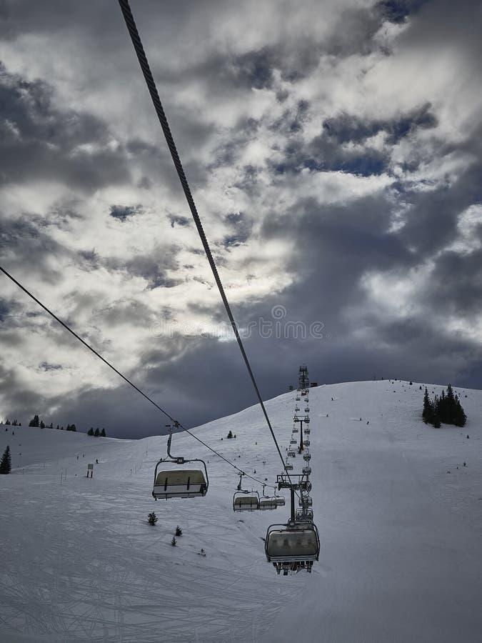 Chairlift wierzchołek góra obraz stock