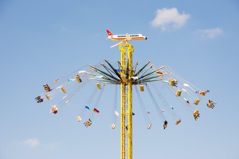 Chairoplane enorme al Oktoberfest a Monaco di Baviera immagine stock