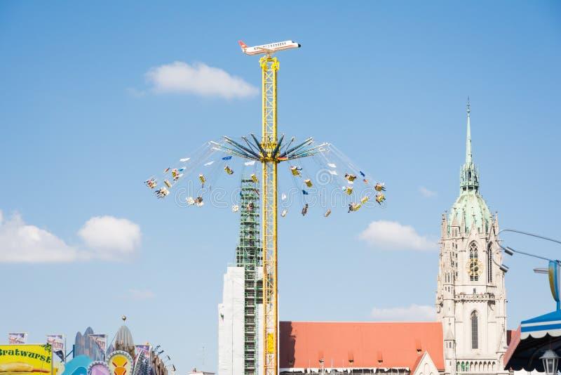 Chairoplane enorme al Oktoberfest a Monaco di Baviera fotografia stock