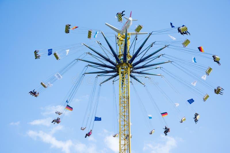 Chairoplane enorme al Oktoberfest a Monaco di Baviera immagine stock libera da diritti