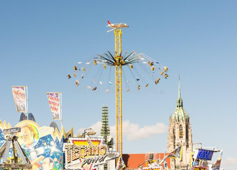 Chairoplane enorme al Oktoberfest a Monaco di Baviera fotografie stock