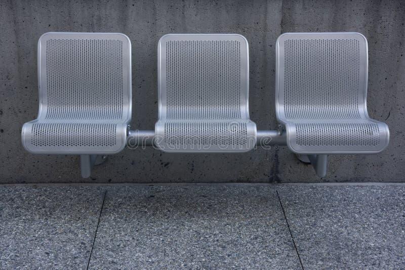 chairs den moderna parken arkivbild