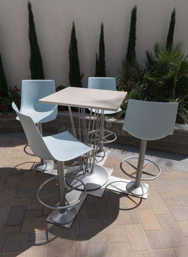 chairs den utomhus- tabellen fotografering för bildbyråer