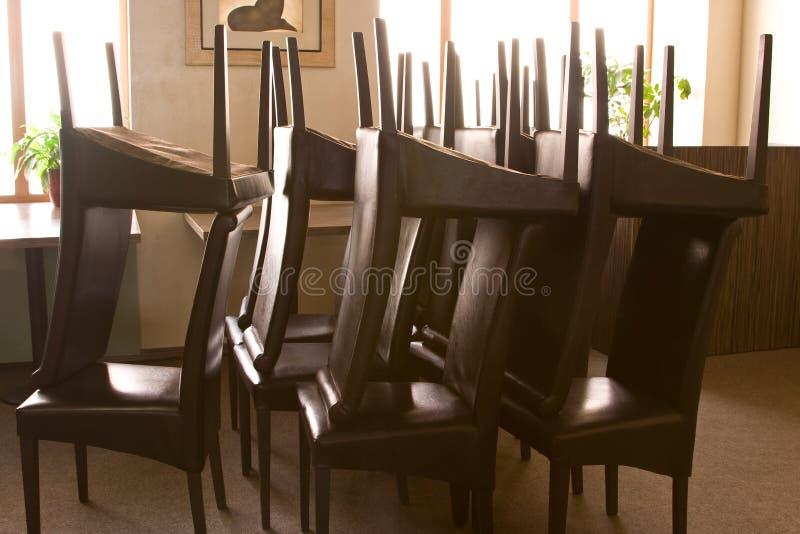 chairs den vända restaurangen arkivfoto