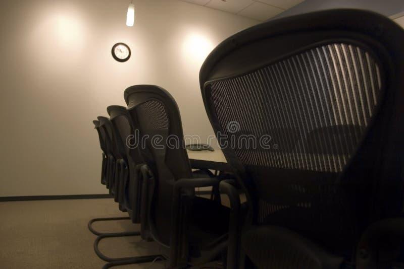 chairs konferenslokalrad arkivfoton