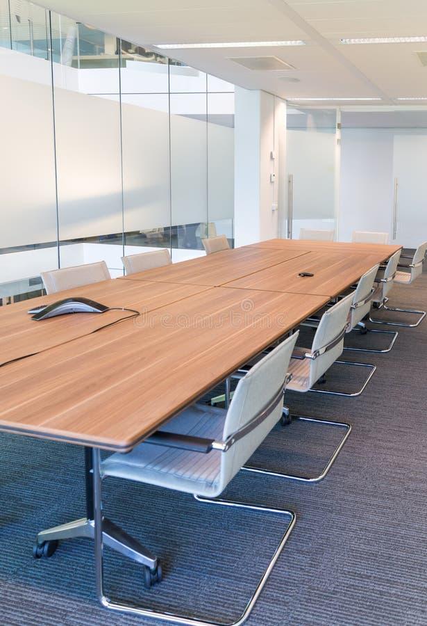 chairs tabellen för konferensmötelokal royaltyfria bilder