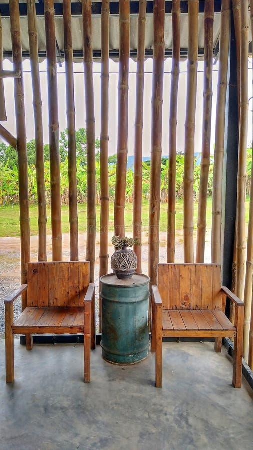 chairs trä fotografering för bildbyråer
