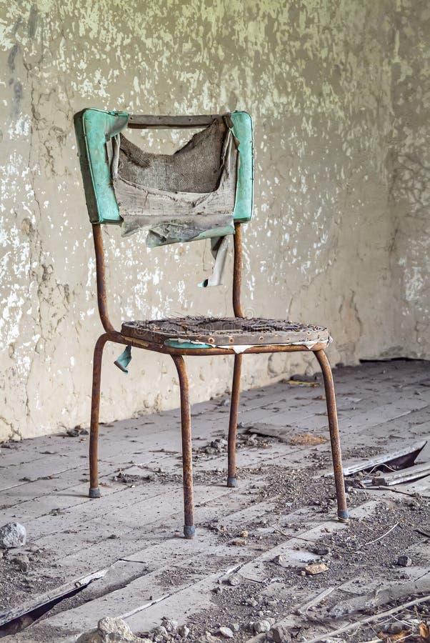 Chaise abandonn?e image libre de droits