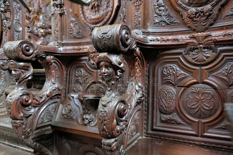 Chaise de choeur d'église à la cathédrale de Cordoue image stock