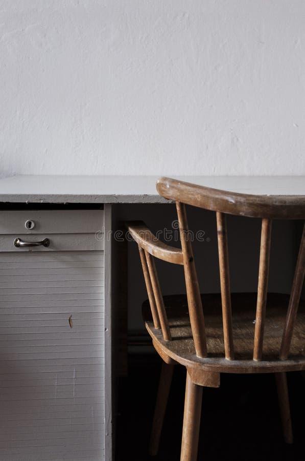 Chaise de cru avec le bureau photos libres de droits