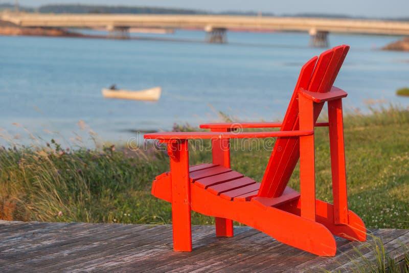 Chaise de jardin de bord de la mer photo stock