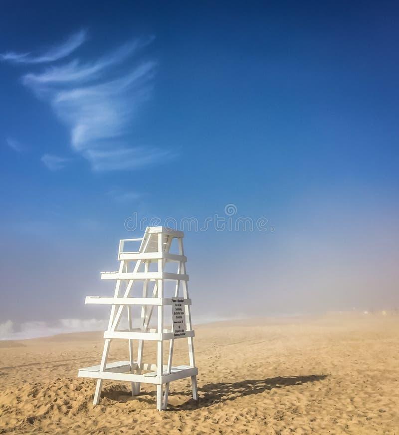 Chaise de maître nageur, Hampton est, NY photo stock