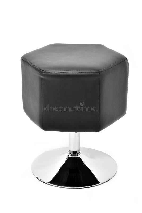 Chaise de selles de salle à manger Tabouret en cuir noir avec la jambe métallique pour diner et cuisine, d'isolement sur le fond  photographie stock