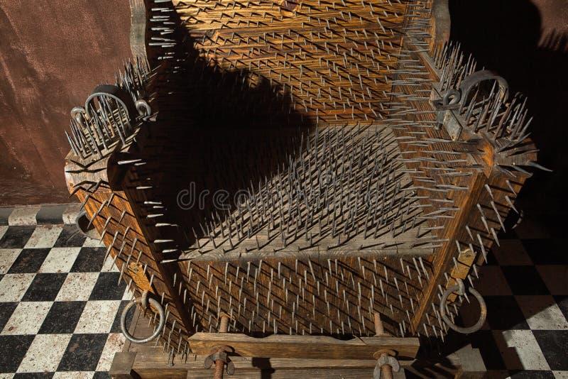 Chaise de torture avec des détails de plan rapproché de transitoires images stock