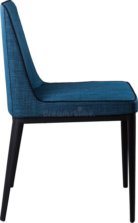 Chaise dinante bleue de concepteur sur les jambes noires en métal Chaise molle moderne d'isolement sur le fond blanc photo libre de droits
