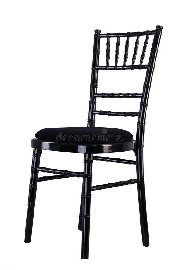 Chaise en bois de couleur noire d'isolement sur le fond blanc avec l'oreiller noir images libres de droits