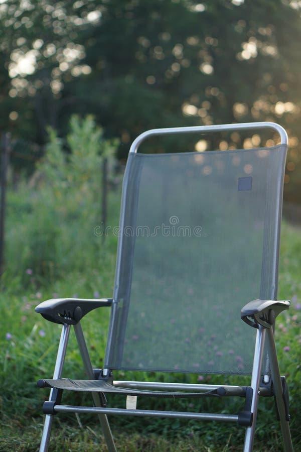 Chaise pliante verte photo stock