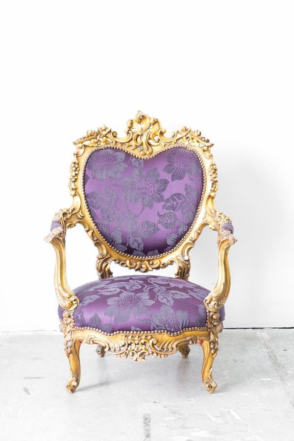 Chaise royale pourpre image libre de droits
