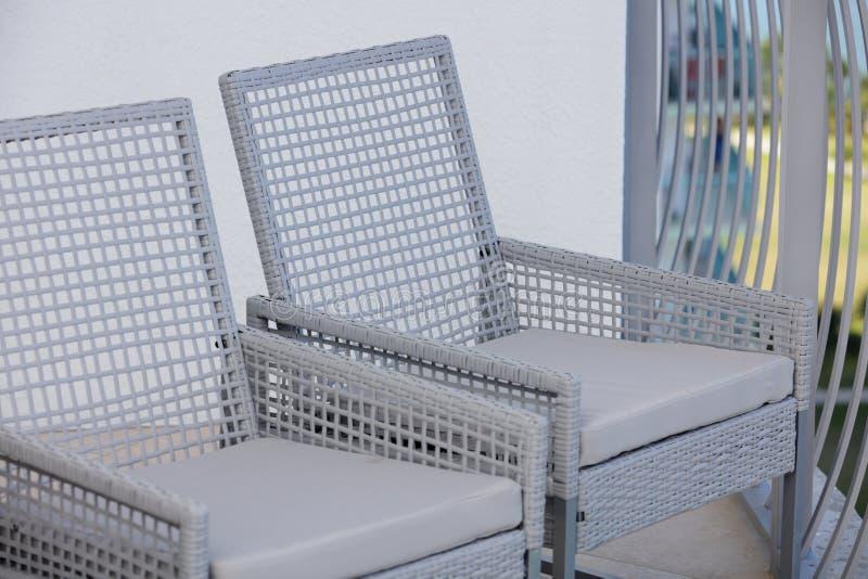 Chaises de patio images libres de droits