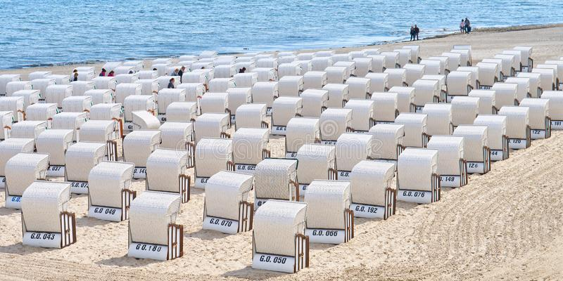 Chaises de plage pr?s de pilier de Sellin photos libres de droits