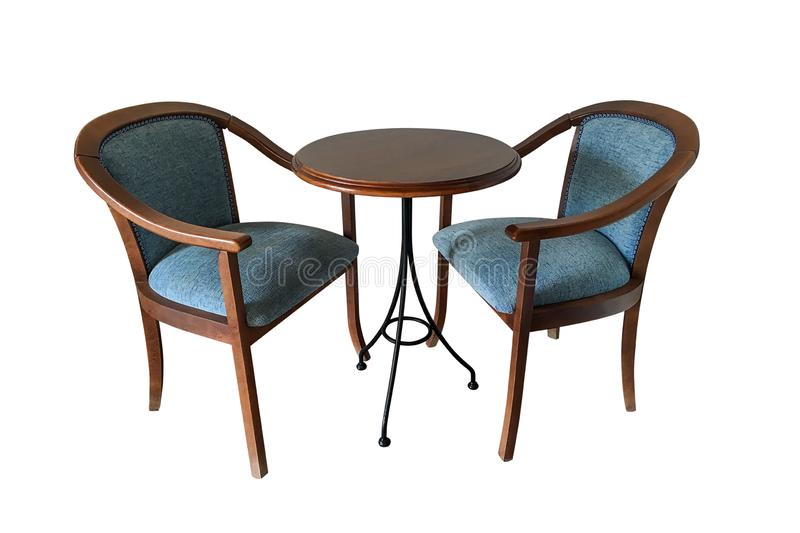 Chaises en bois avec la table ronde d'isolement sur le fond blanc photo libre de droits