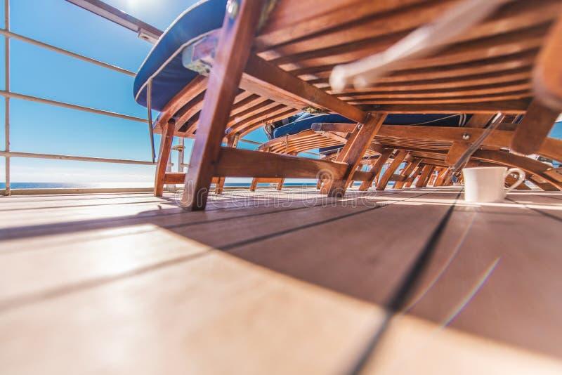 Chaises longues de bateau de croisière image stock