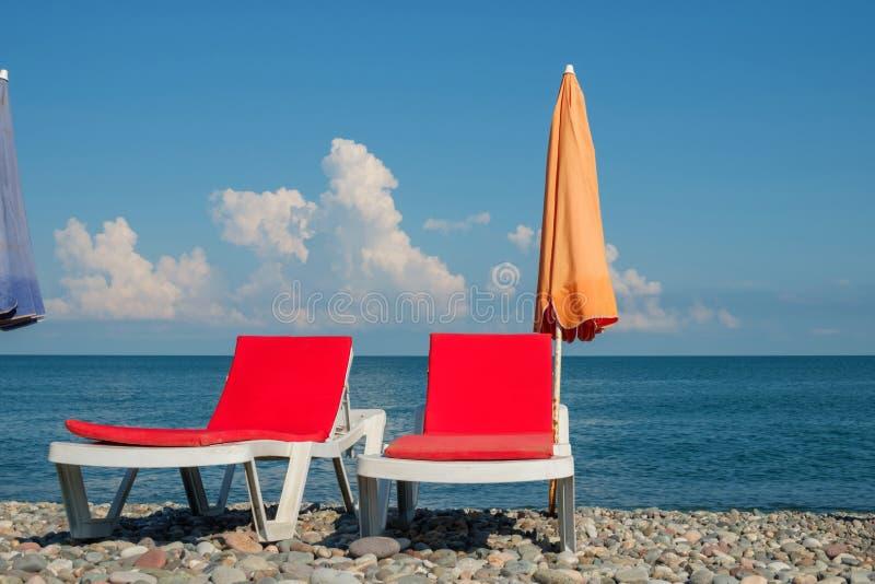 Chaisevardagsrum på stranden royaltyfria foton