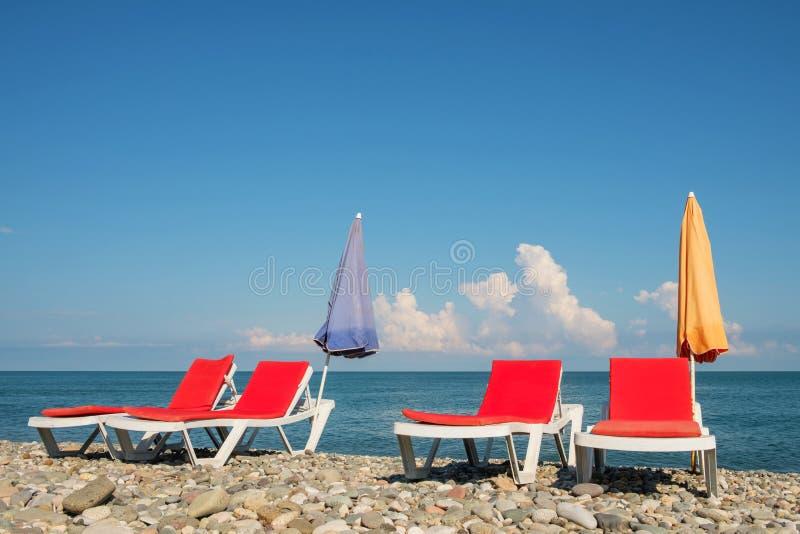 Chaisevardagsrum på stranden fotografering för bildbyråer