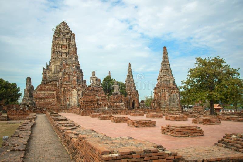 Chaiwattanaram寺庙在多云天在阿尤特拉利夫雷斯,泰国 图库摄影