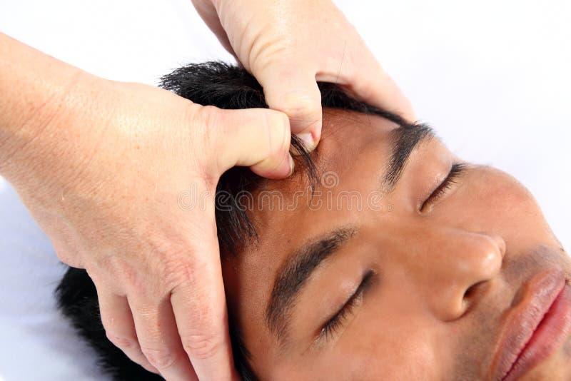 Chakras Massage des dritten Auges alte Mayatherapie lizenzfreie stockfotografie