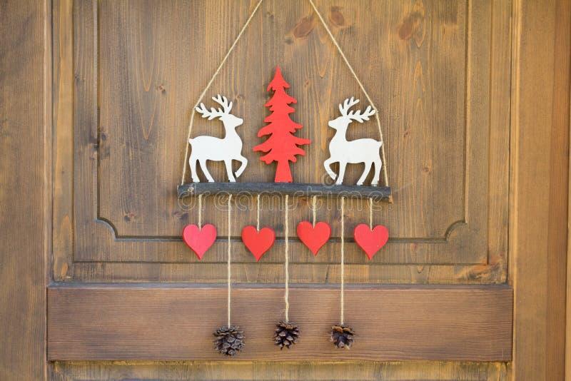 Chalé decorado da porta do esqui foto de stock royalty free