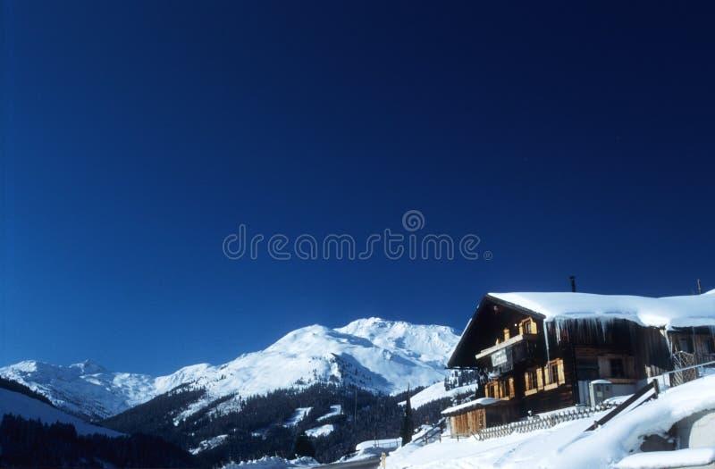 Chalé em alpes austríacos fotografia de stock royalty free