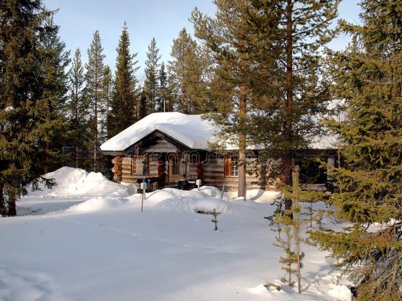 Chalé romântico em Lapland imagens de stock