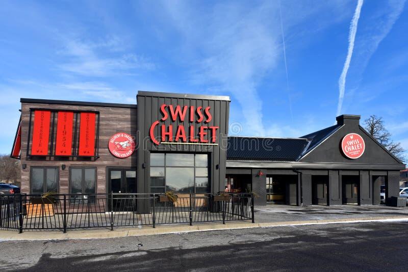 Chalé suíço do estilo novo do chalé em Kanata, Canadá fotografia de stock