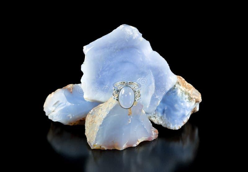 Chalcedony blu Ring And Rough fotografia stock libera da diritti