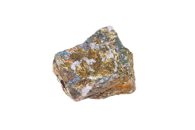 Chalcopyritemineralstein, lokalisiert auf weißem Hintergrund, Makro lizenzfreies stockbild