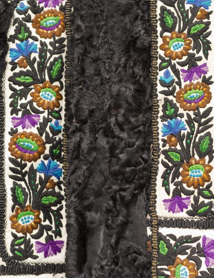 Chaleco de las lanas con adornos tradicionales foto de archivo libre de regalías
