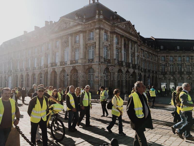 Chalecos amarillos de la demostración contra impuestos del aumento sobre la gasolina y el gobierno presentado diesel de Francia imágenes de archivo libres de regalías